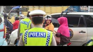 Video Ditilang Polisi, Perempuan ini Marah-marah Karena Ibunya Tidak Pakai Helm - 86 MP3, 3GP, MP4, WEBM, AVI, FLV Agustus 2017