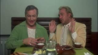 Video La cage aux folles (1978) - 7 - La scène de la biscotte MP3, 3GP, MP4, WEBM, AVI, FLV Juni 2017