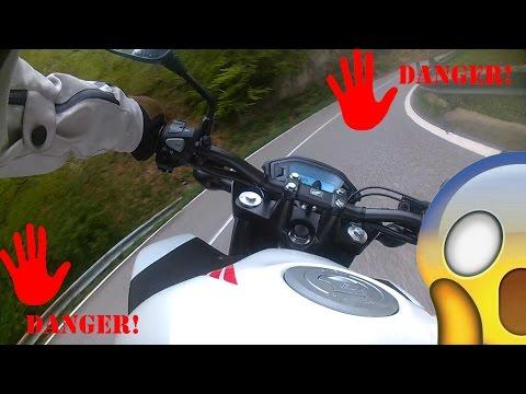 AIUTO! LE PEDANE TOCCANO IN PIEGA! - DANGER! SCRATCHING PEGS! - Honda cb500F