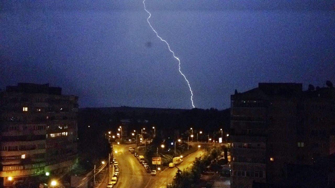 Furtună cu fulgere la Suceava