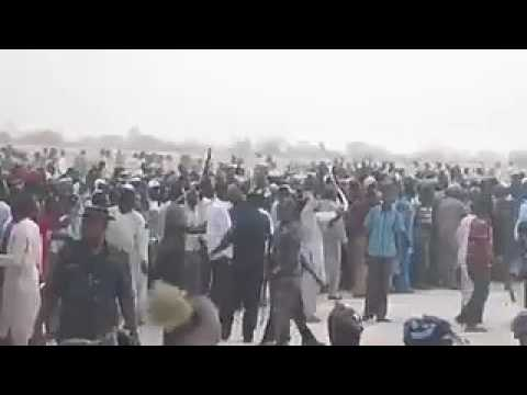 Huge Crowd Welcomes Buhari At Aso Rock With Fanfare