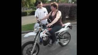 Video 1er cour de moto de Cath MP3, 3GP, MP4, WEBM, AVI, FLV Juni 2017