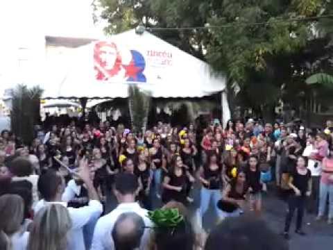 Exhibición de zumba por EXPERIENCE FITNESS CLUB en el RINCÓN CUBANO (видео)