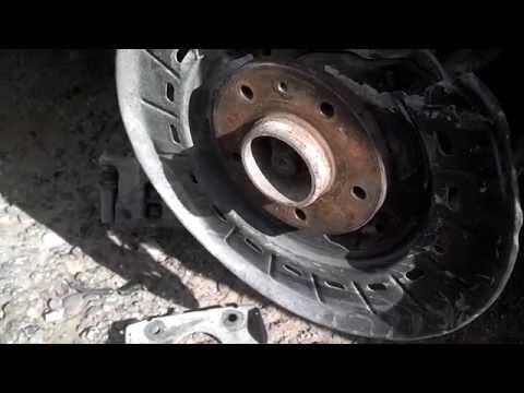 Rear wheel hub bearing removal, Volvo XC70, S70, V70, 850, etc. - VOTD