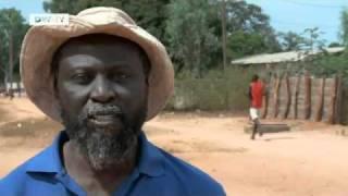 Abass Goudiaby lebt in dem Dorf Baila im Senegal.Er ist 54 Jahre alt und verdient seinen Lebensunterhalt als Bauer.