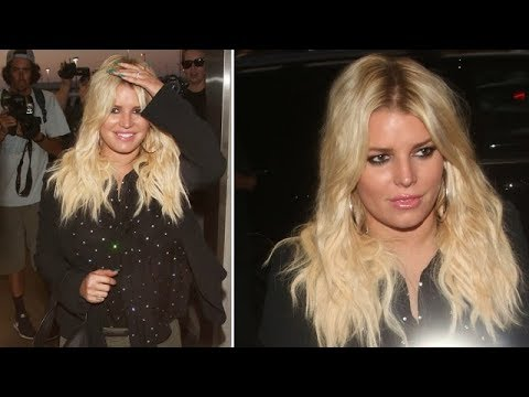 Jessica Simpson With New Hair, Ever Changing Face At LAX