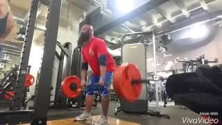 Kreuzheben 140kg/120kg/100kg ca. 20 Wdh und 140kg/180kg/220kg 1x Enges Rudern von oben mit Fatgripz und Rudern horizontal breiter Griff. Trizeps am Seil natü...