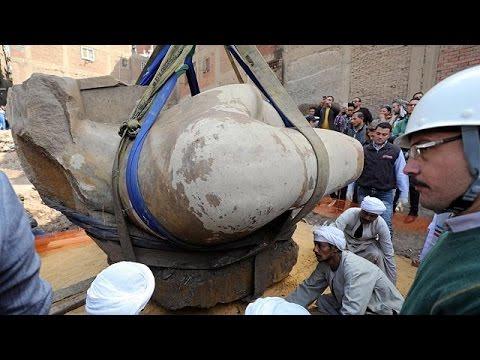 Στο «φως» και το υπόλοιπο τμήμα του κολοσσιαίου αγάλματος του Ραμσή του Β'