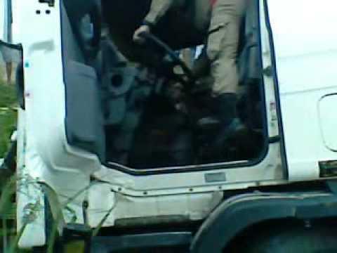 Acidente de duas carretas em Benevides-PA