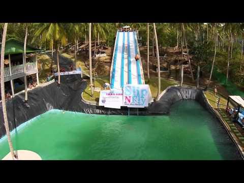 超刺激的滑水道,飛躍跳水讓泳裝美女都瘋狂了!