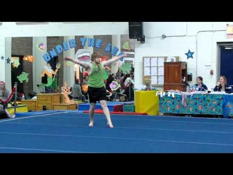 video que muestra a un hombre haciendo gimnasia ritmica