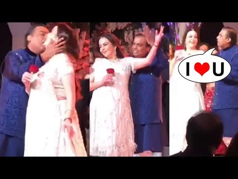 Mukesh & Neeta Ambani's Romantic Dance  @Akash Ambani & Shloka Mehta's Pre Wedding Bash