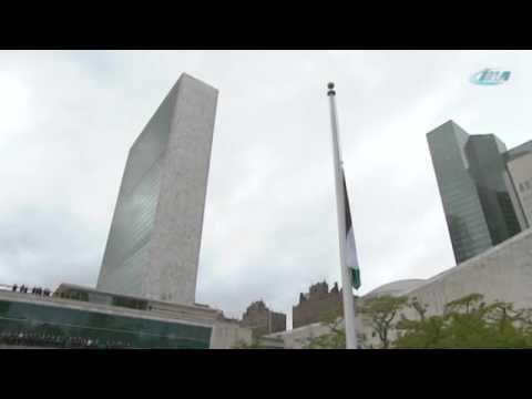 Filistin Bayrağı Davutoğlu'nun Katılımıyla Göndere Çekildi