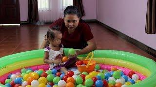 Unboxing Kolam Renang Anak Bundar Untuk Balita - bermain bola warna - baby learning colors