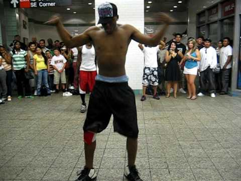 BREAKDANCE - Cool, the copyright trolls stopped pasting ads over the vid ... Getting off the NYC subway I ran into this breakdancing performance at the station. The song ...