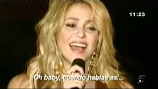 Shakira  le canta   a  Pique, que se encontraba entre el publico,en Polonia..