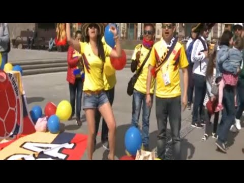 Fußballfans aus aller Welt feiern in Moskau die Fußba ...