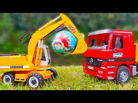 Машинки спасают мяч! Игрушки для детей — Видео детям: самым маленьким (видео)