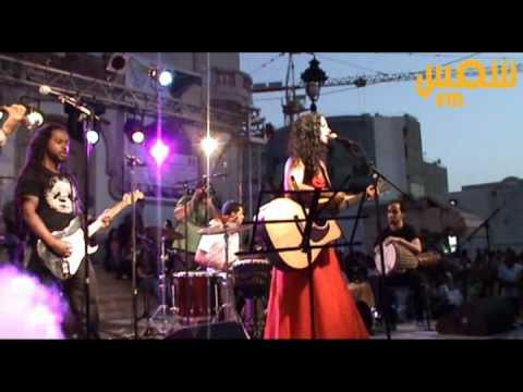Un « salafiste » dégagé de la scène de Amel Mathlouthi lors de la fête de la Musique