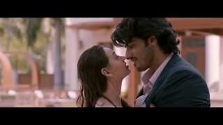 sasha Agha hot kiss and nice body in bikini with sex with Arjoon kapoor from the movie Aurangzeb