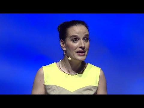 A tolmácsolás rejtett kincsei | Gyöngyvér Bozsik | TEDxDanubia