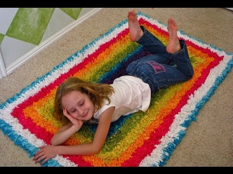 RUG - Create a fluffy textured rug with recycled sheets & T-shirts. Simple latch hook technique using a rug canvas. Make a bath mat or area rug. It takes some time...