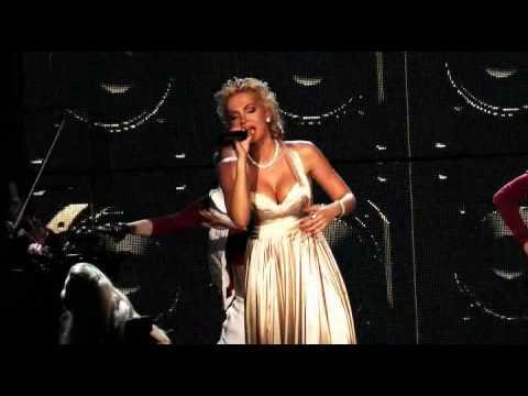VIDEO - Dara Rolins - On The Radio Feat. Hugo Toxxx, Dj Wich (Koncert LIVE)