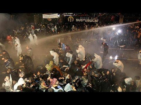 Τουρκία: Έφοδος της αστυνομίας στα γραφεία της εφημερίδας Ζαμάν
