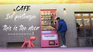 Video Cafe ini pintunya unik tapi... This cafe has a unique door but.... MP3, 3GP, MP4, WEBM, AVI, FLV Desember 2018