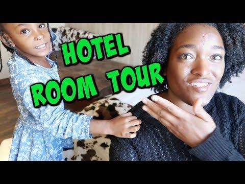 MAELLIA FAIT LE ROOM TOUR DE NOTRE CHAMBRE D' HOTEL !