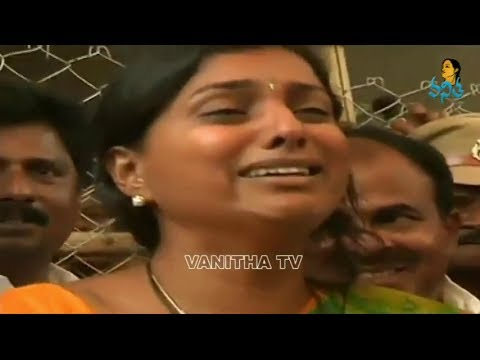 Video Roja Emotionally Crying at Press Meet download in MP3, 3GP, MP4, WEBM, AVI, FLV January 2017