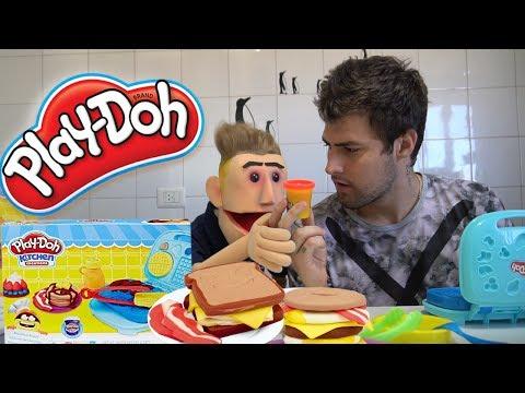 Rezende ensina Rezendinho fazer Café da Manhã massinha Play Doh