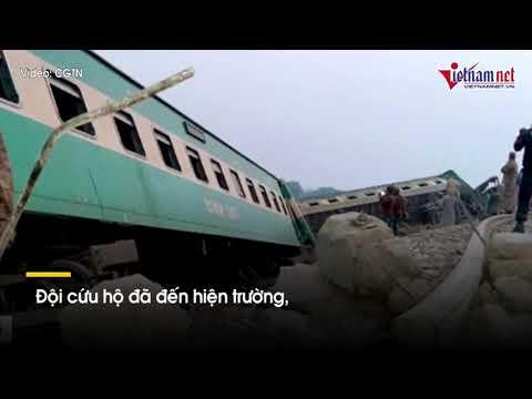 Tàu nhanh lao vào tàu trật đường ray ở Pakistan, gây hơn trăm thương vong