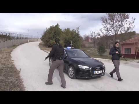 Bakan Fikri Işık'ın koruma ekibi Milli Silah MPT-55 kullanıyor