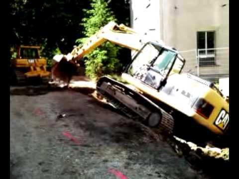 crash Caterpillar 323D