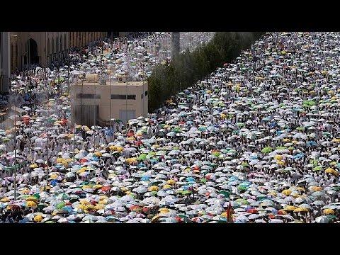 Πλήθος πιστών στο όρος Αραφάτ για το Χατζ – Δρακόντεια μέτρα ασφαλείας στη Σαουδική Αραβία
