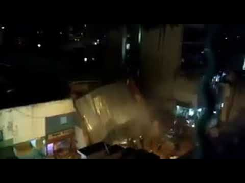 Tucumán - Alerta en el microcentro por el derrumbe de un edificio - Imágenes (видео)
