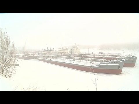Σιβηρία: Σπάζουν τον πάγο για να «ελευθερώσουν» τα πλοία…