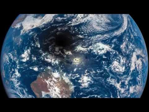 Eclipse Solar Total visto do espaço - registrado pela DSCOVR