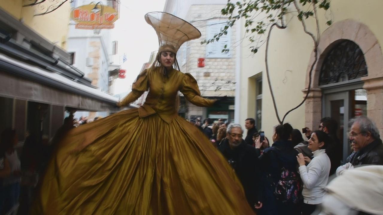 Με αρλεκίνους, θέατρο δρόμου και τυμπανιστές άνοιξε το Τριώδιο στο Ναύπλιο