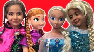 Elsa And Anna DRESS UP GIANT DOLLS  + Anna's Birthday - Lego Castle Toys