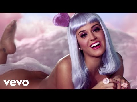 California - Pre-VEVO play count: 60798408 Get the single on iTunes: http://bit.ly/kpcaligurls Buy the complete 'Teenage Dream' album on iTunes: http://bit.ly/kpTDdelEX Music video by Katy Perry performing...