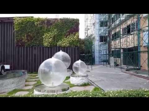 ลูกบอลน้ำผุดและสวนแนวตั้งสำเร็จรูปลำ้สมัย