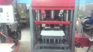 Пресса ERMANI. Гиперпрессованная брусчатка. 80 тонн.