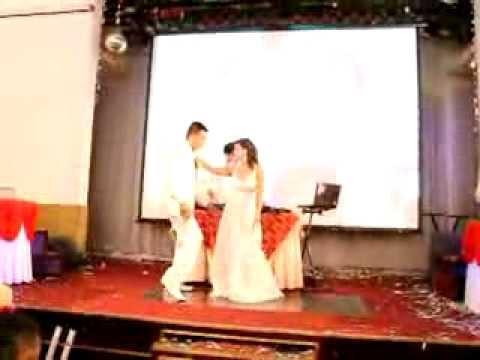 Cô dâu và chú rể quẩy có tổ chức :))