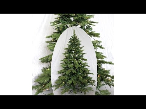 Künstlicher Weihnachtsbaum mit Beleuchtung im Zeitraffer Aufbau