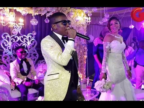 Small Doctor Sings As Oritsefemi's Wife Throws Her Bouquet To The Waiting Single Ladies