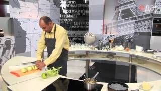 Илья Лазерсон готовит Тарт Татен