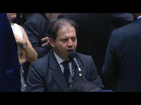 Deputado Rodrigo de Castro protesta contra extinção de municípios
