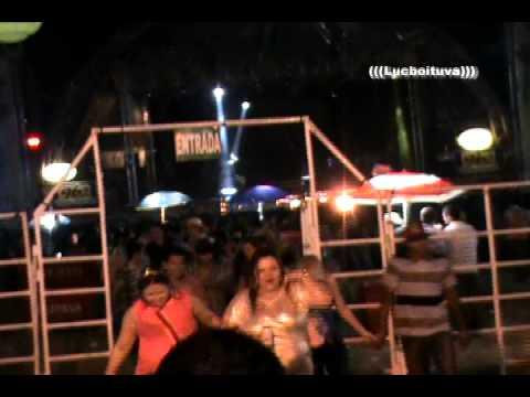 IPERÓ FEST 2013-MUNHOZ E MARIANO NEM A CHUVA SEGURA em ÍPERÓ -SP